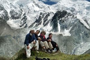 Pakistan August 2005, Rakhiot Basislager, Buhl, Drexel, Gipfelbereich Nanga Parbat, Messner und Team in 4000m vor Nanga Parbat